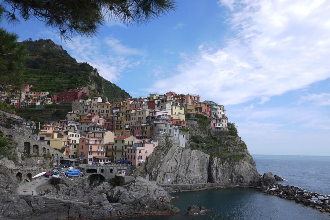 棲於山巔俯瞰汪洋的山城。