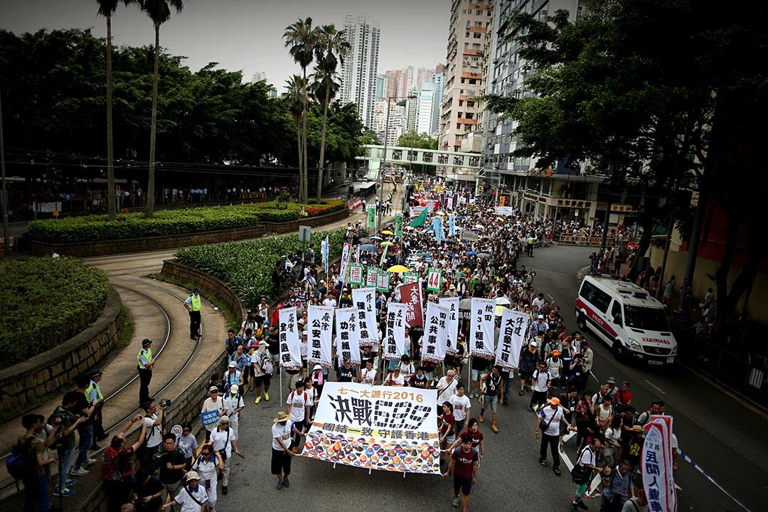 今年遊行主題為「決戰689 團結一致 守護香港」。