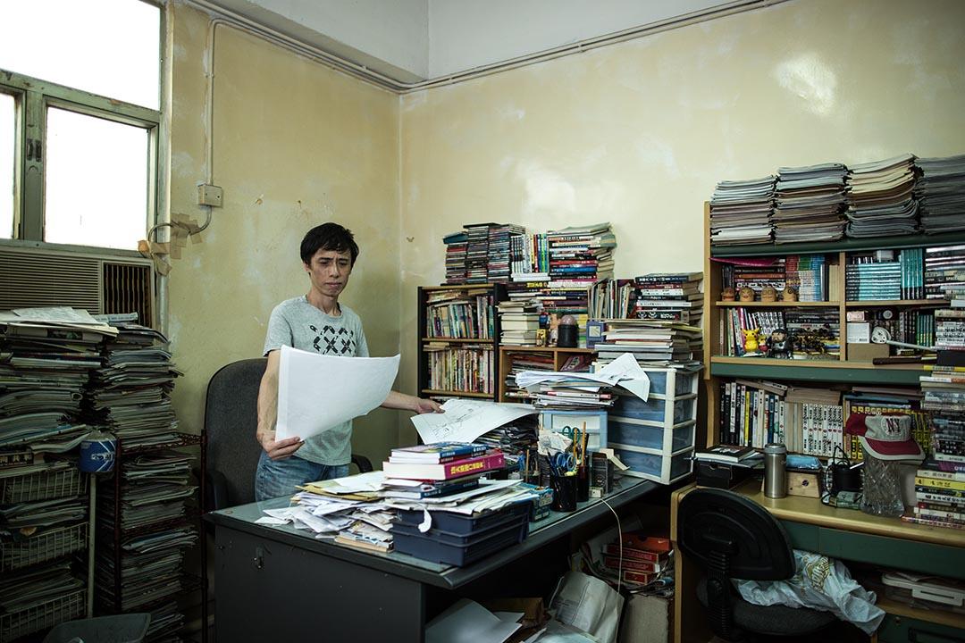 甘小文最享受的,是躲在工廠大廈那個簡陋粗糙的工作室。