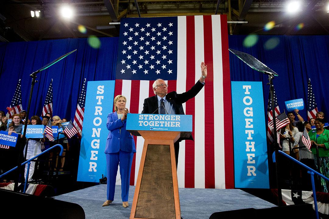 桑德斯出席美國總統候選人希拉里在新罕布什爾州舉行的集會。