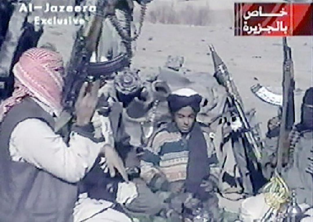 賓拉登兒子 Hamza bin Laden(中)。