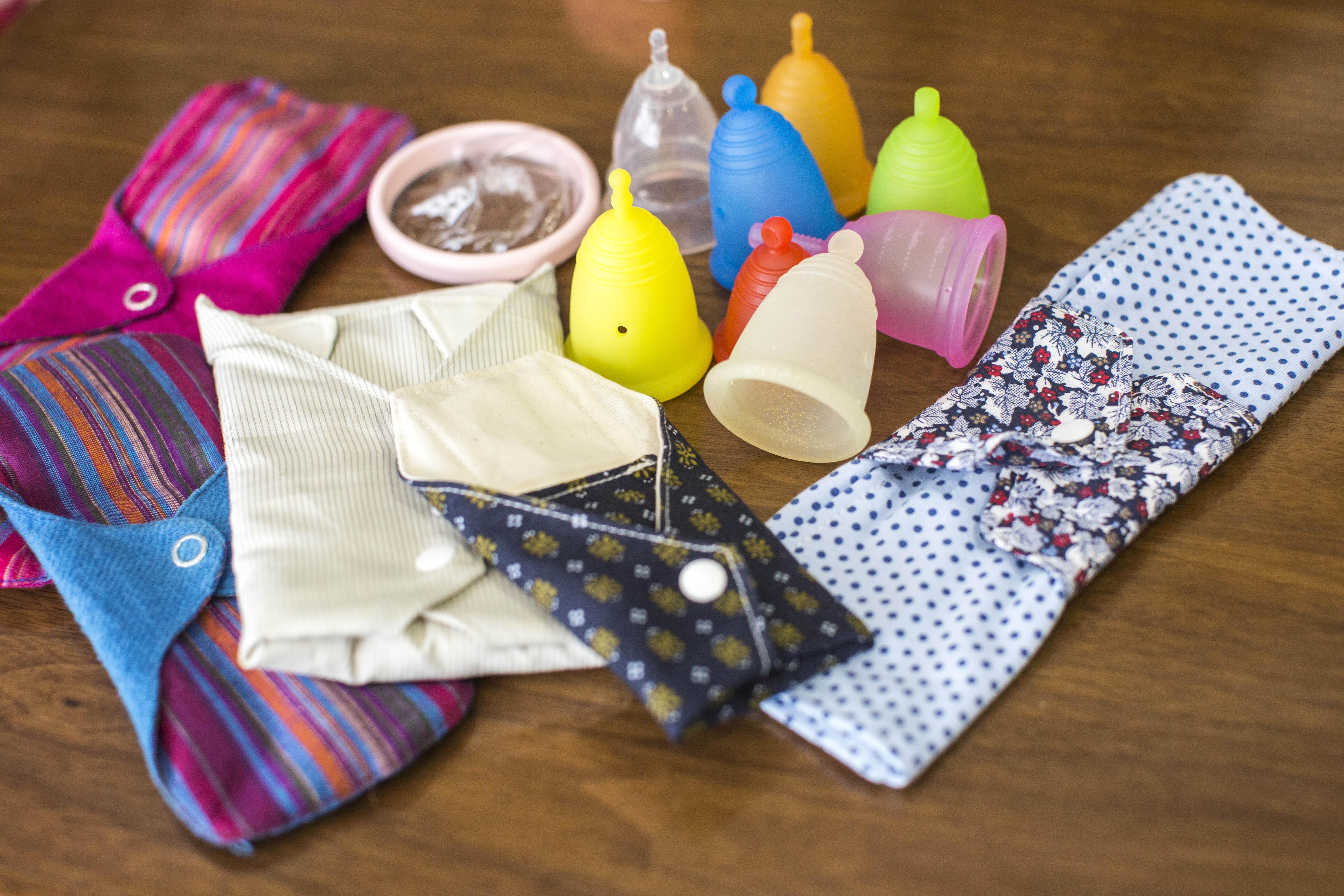 月事用品-月光杯及布衛生巾。