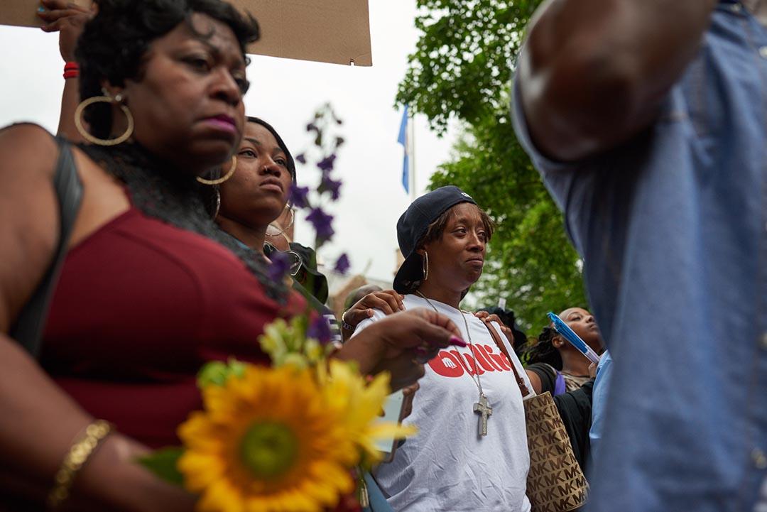卡斯蒂爾(Philando Castile)的女友Diamond Reynolds,在他生前工作的學校出席悼念活動。
