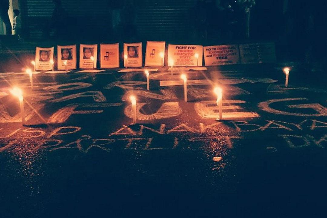 追悼因學費壓力自殺學生的紀念晚會。