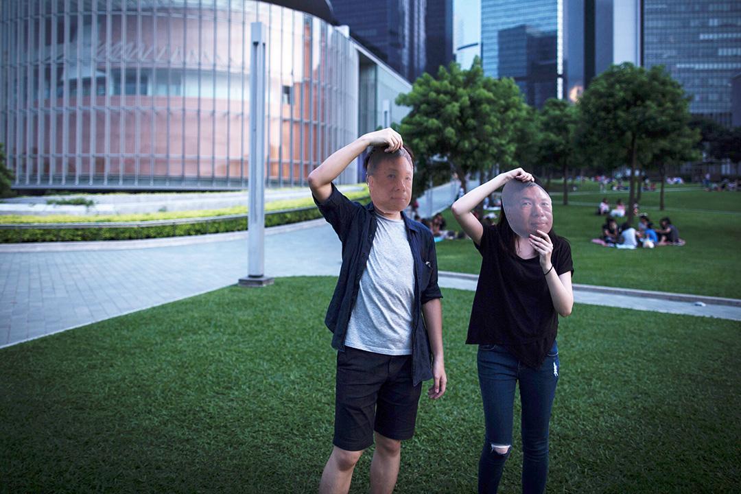 鍾樹根兩個Facebook的admin,一男一女,網民暱稱他們為「根毛毛」。