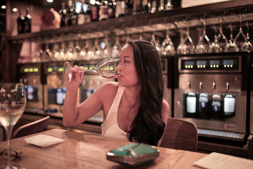 Mia,23歲,貴陽人,在港畢業後從事某外國時裝雜誌的編採工作。