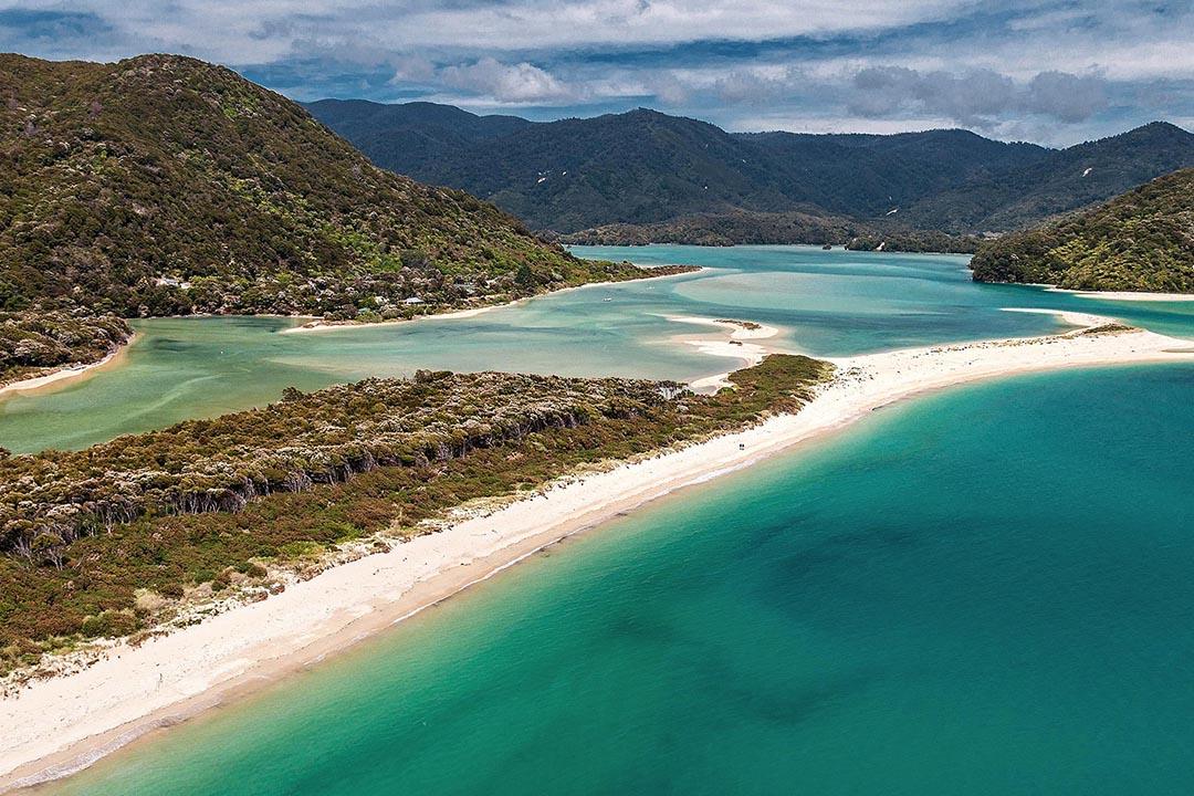 新西蘭塔斯曼國家公園阿瓦罗阿(Awaroa)海灘。