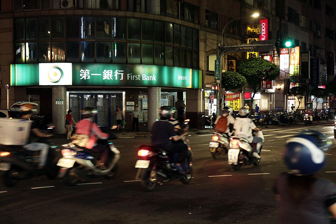 台灣「第一銀行」上周末發生自動提款機(ATM)盜領案件。
