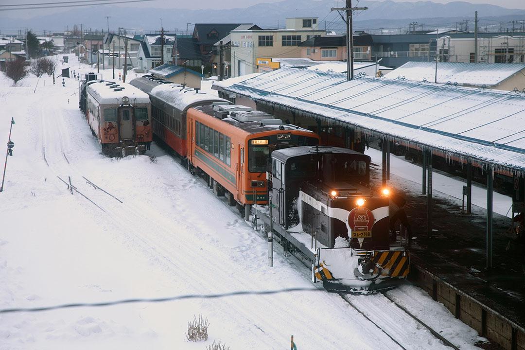 津輕鐵道「暖爐列車」。