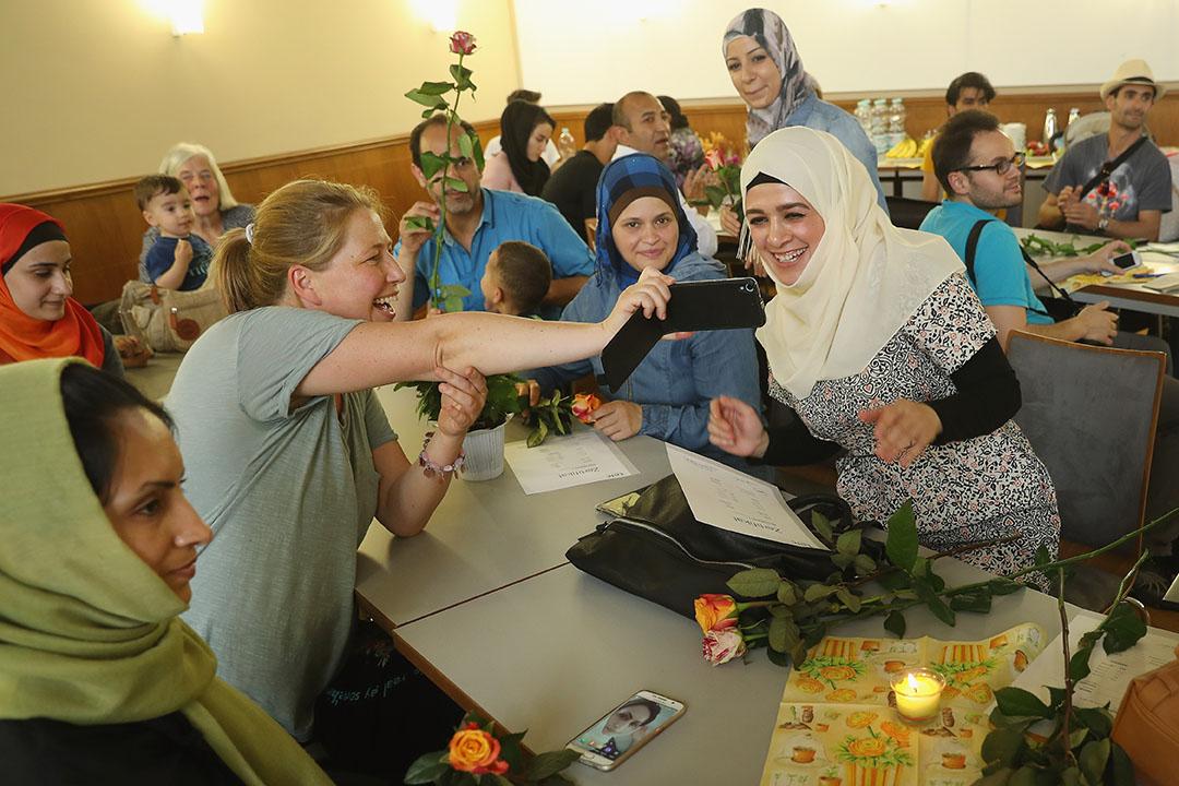 一批被德國收容的敘利亞難民在學習德語。