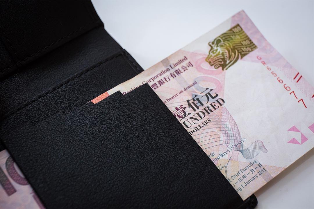 另一款視障人士錢包以梯階設計讓使用者分辨紙幣面額。