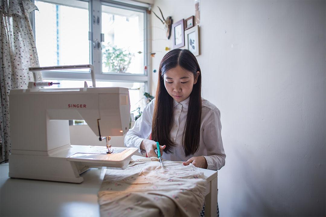 梁雯蕙平日喜歡手作,亦希望幫助到有需要人士,於是以視障人士錢包為畢業作品。
