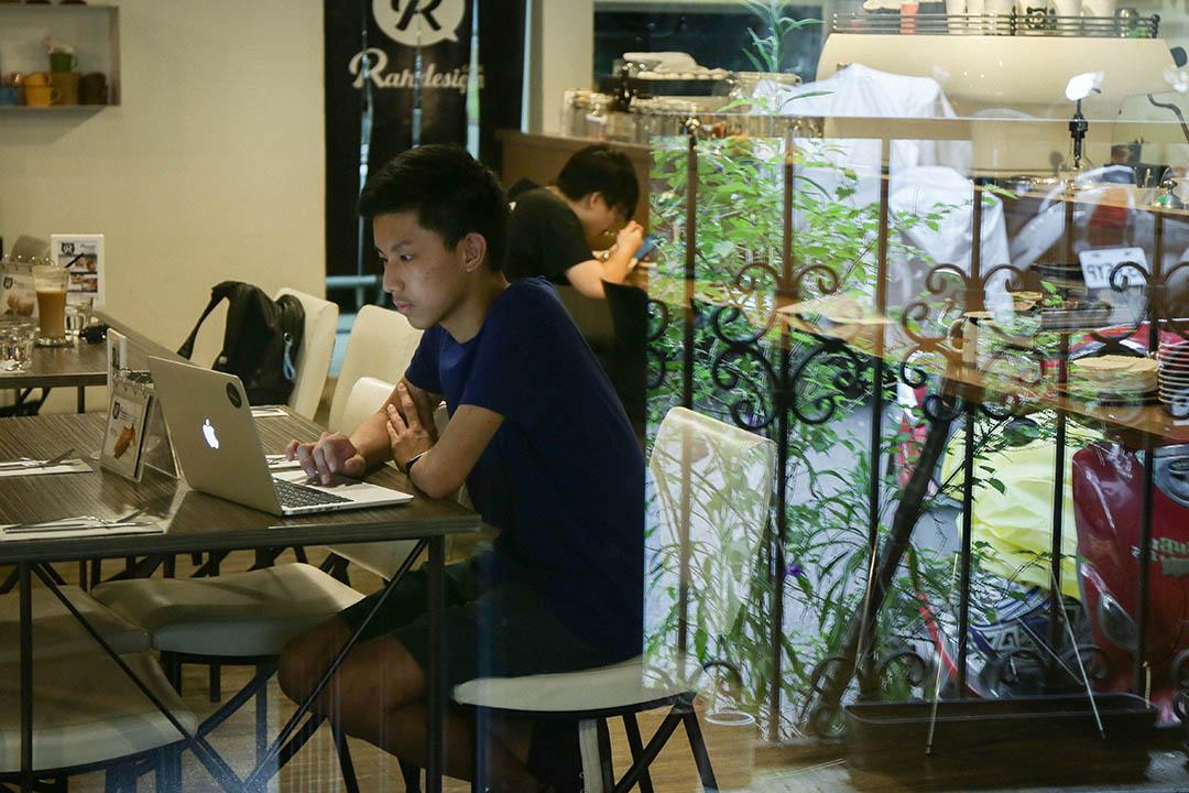 郭力銘平時都靠電腦來學習寫程式,並參加過許多國際交流的活動,成為他的養分。
