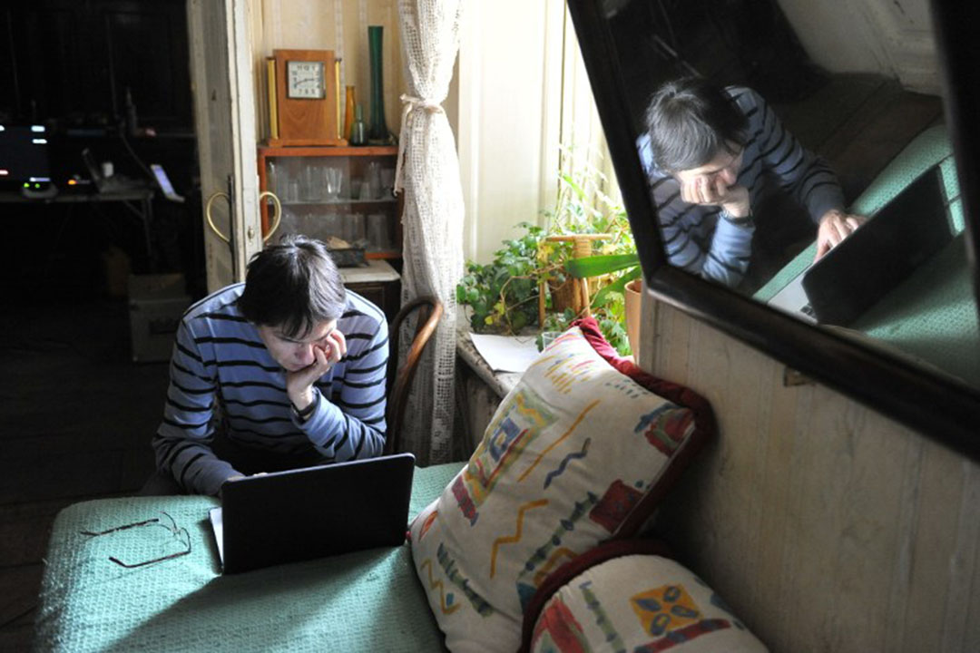 有研究指出21%的俄羅斯人習慣把攝像頭用膠布貼住。