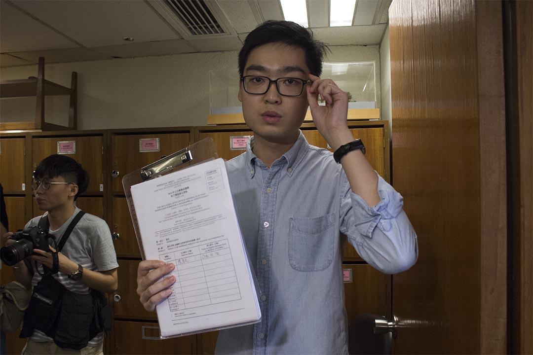 2016年7月18日,香港民族党陈浩天,前往葵青民政事务处递交参选立法会新界西直选议席的参选表格,他当日表示没有签署确认书。