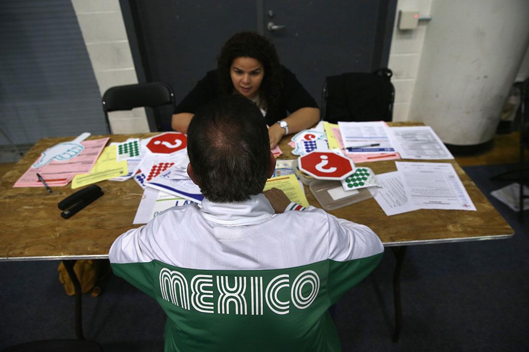 因對選後的移民政策感到焦慮,許多新移民趕在美國大選前提交申請。