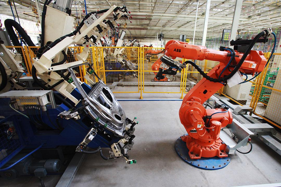 中國計劃到2020年成為製造業自動化程度最高的國家之一。圖為 中國天津一間汽車制造工廠。