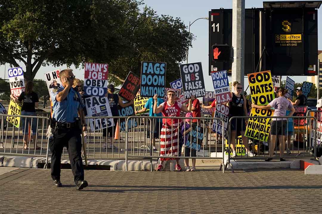 2011年8月6日,持反同性戀立場的Westboro浸信會發起示威。