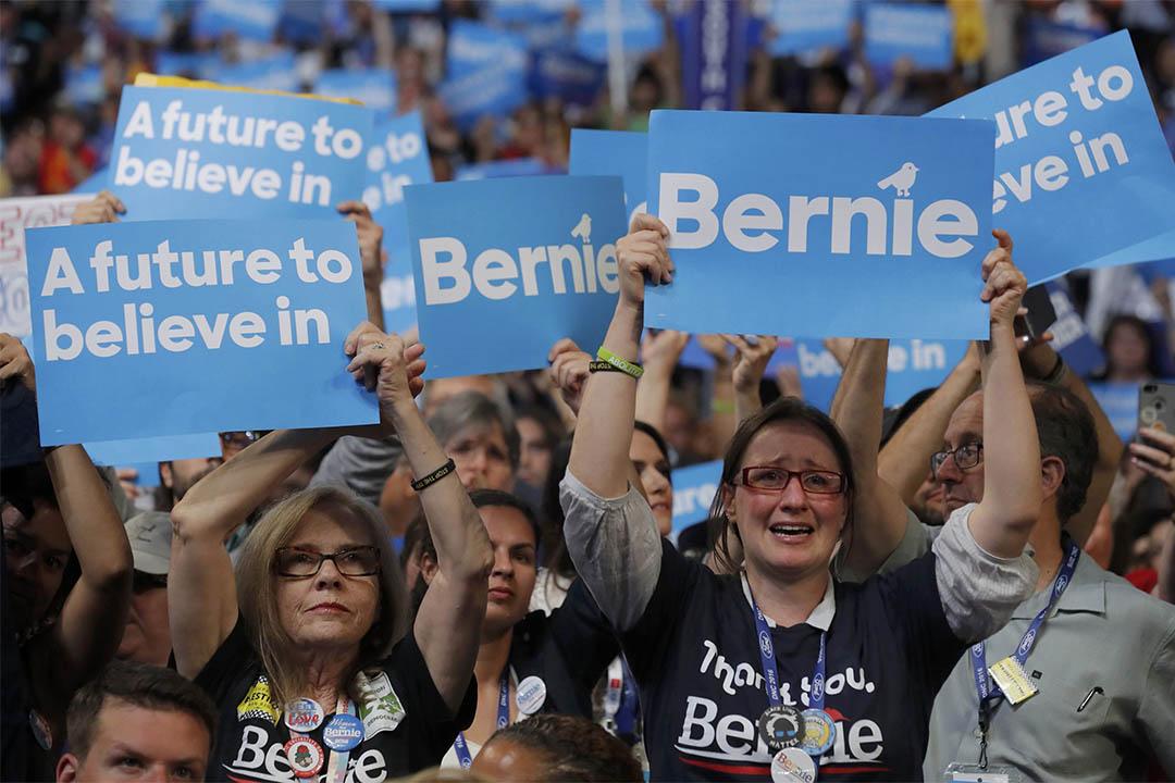 2016年7月25日,美國費城,民主黨全國代表大會開幕,桑德斯的支持者在他演說後歡呼叫喊。