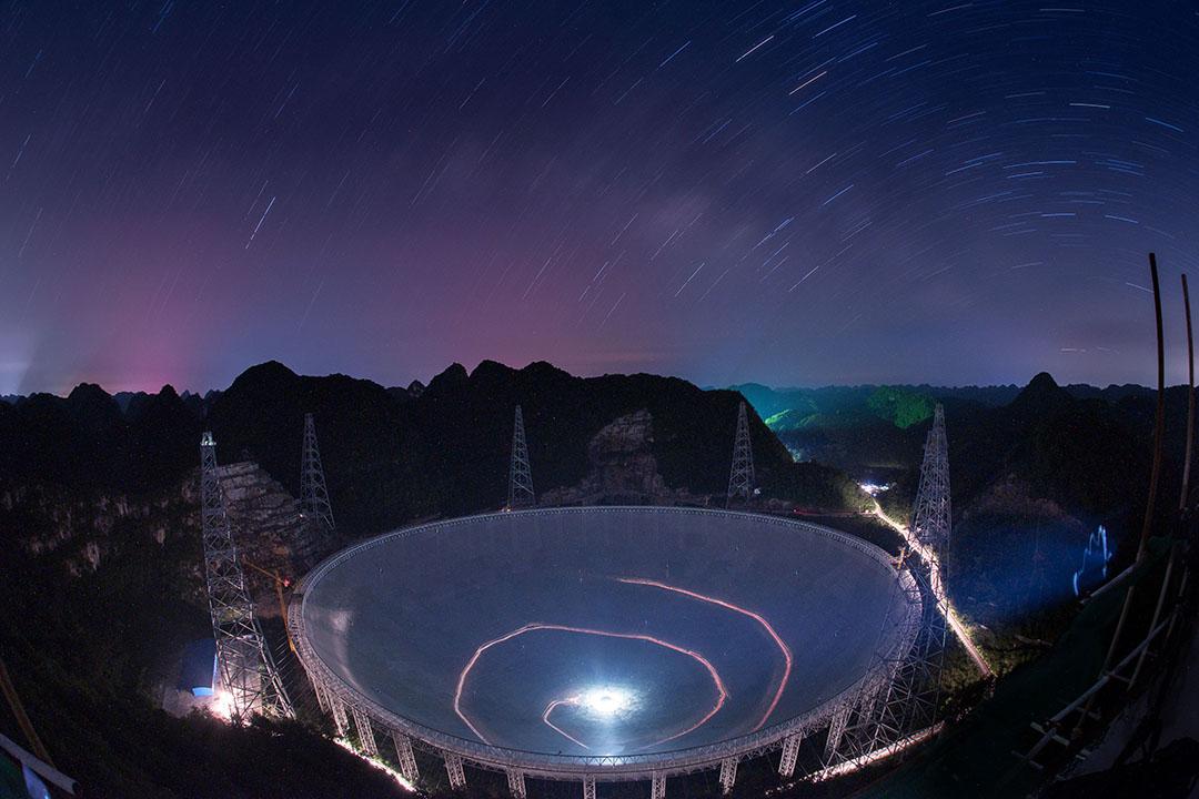 2016年6月27日,中國貴州,全球最大的500米口徑球面射電望遠鏡(Five-hundred-meter Aperture Spherical radio Telescope)。