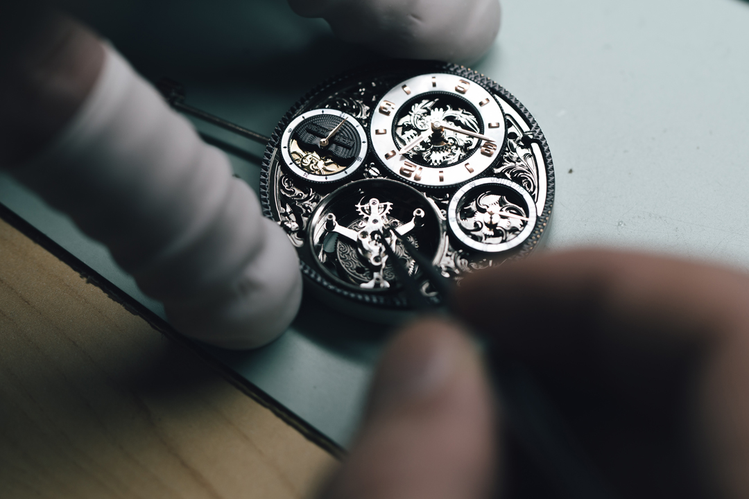 製錶師要一遍遍精雕細琢,直到保證零部件間能毫無瑕疵地配合運轉。