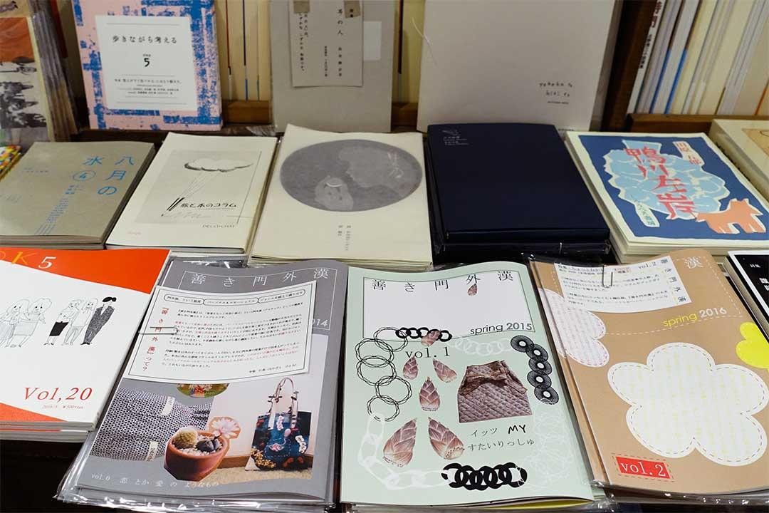 HoHoHo座是京都市內少數大量引入獨立出牌刊物的商店。
