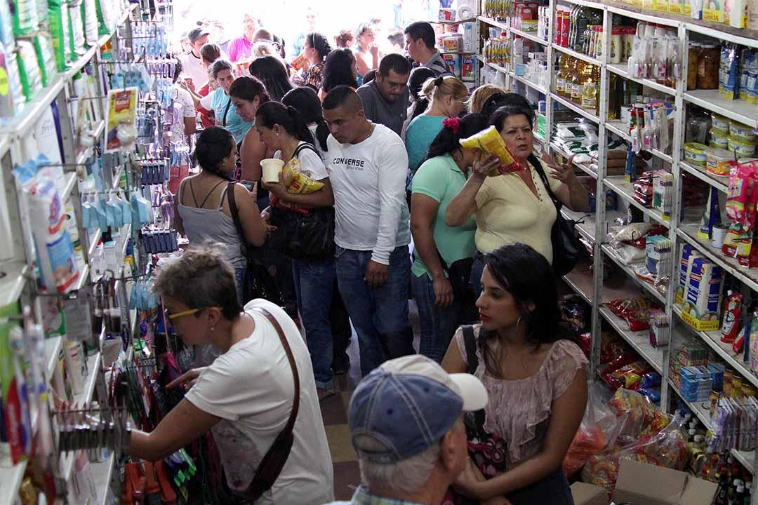 2016年7月10日,委內瑞拉人趁著哥倫比亞臨時開放邊境,在該國的超級市場購買食物。