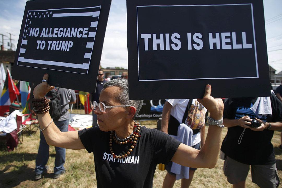 美國共和黨大會場外抗議。