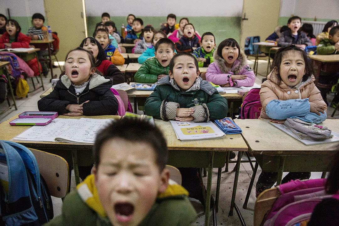 一班非京籍孩子在北京的非官方學校上課。
