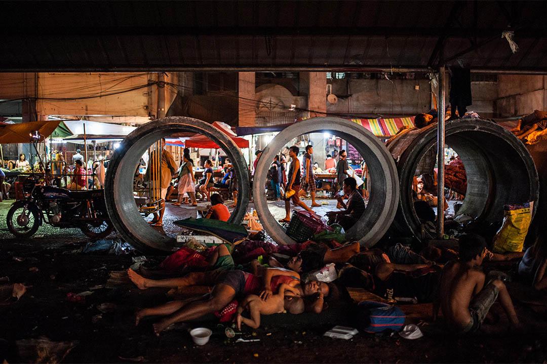 2016年8月19日,菲律賓馬尼拉,無家者睡在人行道上。
