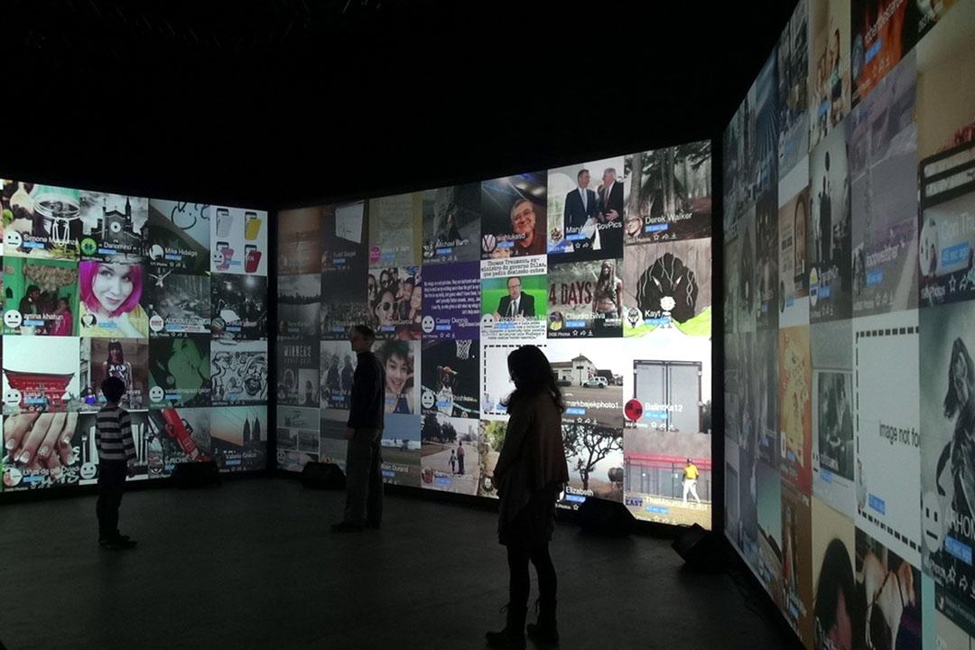 Marc Lee作品《實時故事-捕捉全球實時動態信息》。