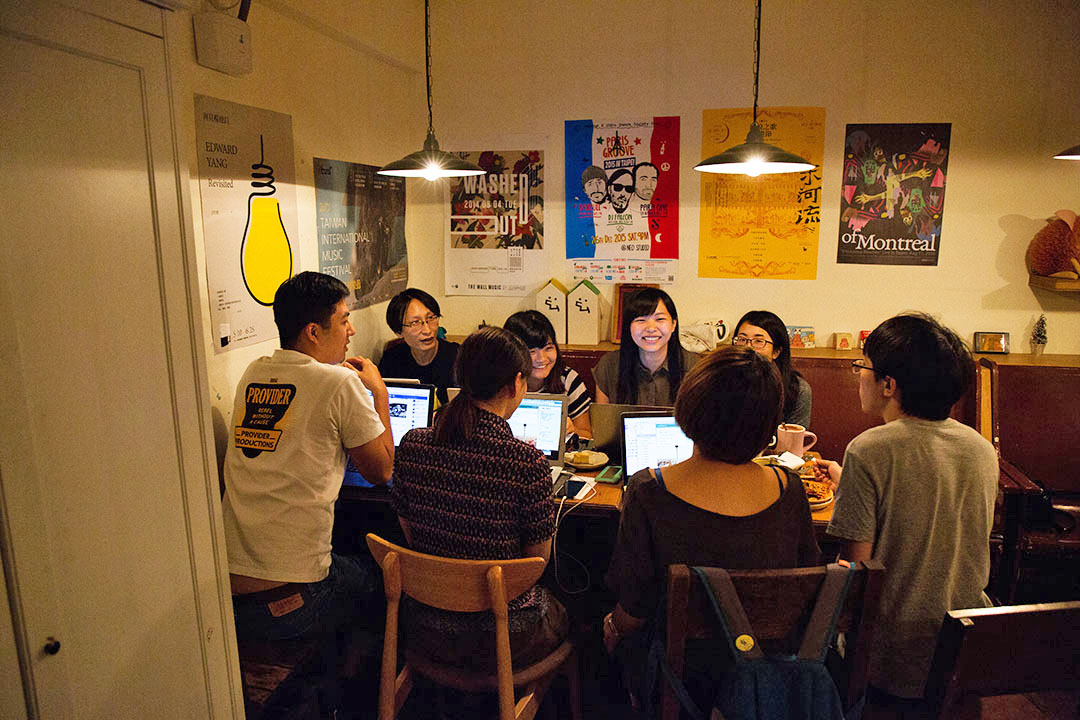 朱剛勇與夥伴們每個星期都會固定開會討論。