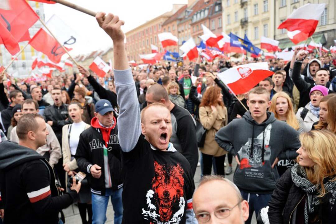 2015年9月12日,波蘭華沙,右翼示威者在一個反對移民的遊行中叫喊口號。