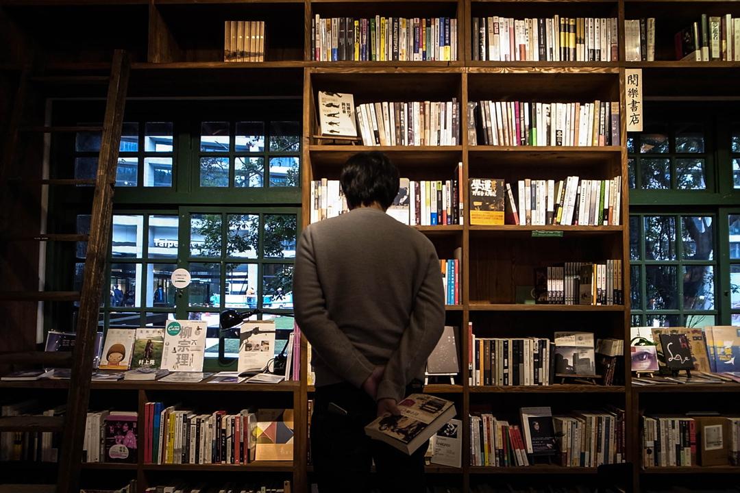 張鐵志於閱樂書店。