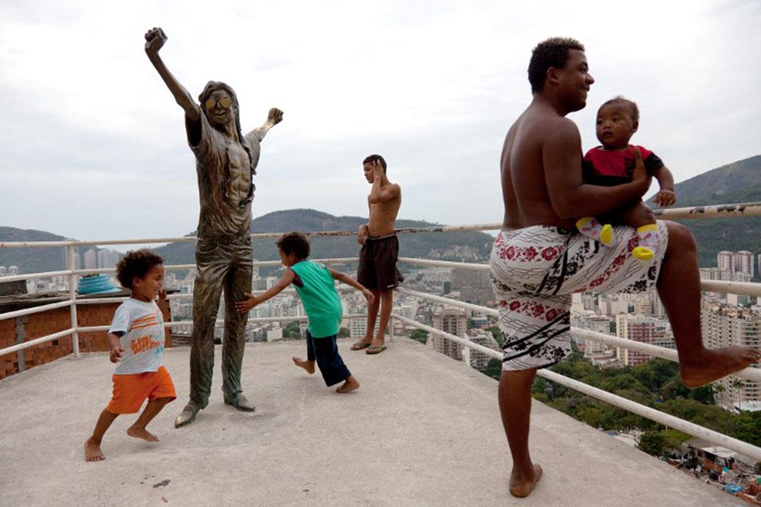 聖瑪爾塔(Santa Marta)貧民窟一個小廣場上的MJ雕像。
