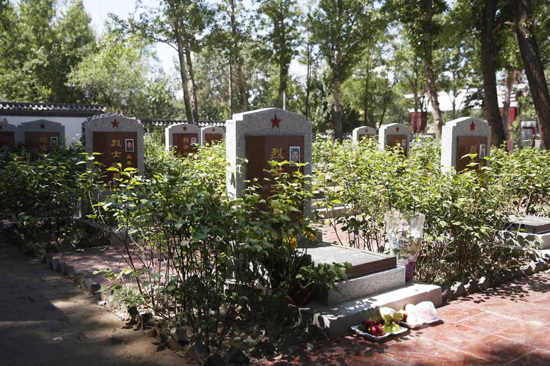 蔚縣烈士陵園,這里安葬著13位在天津爆炸中犧牲的消防員。
