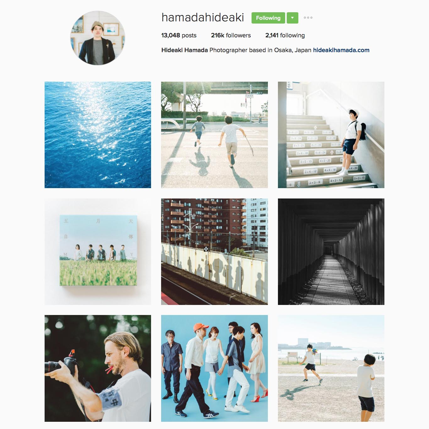 濱田英明 Hideaki Hamada (@hamadahideaki),日本大阪攝影師,2012年出版攝影集『Haru and Mina』。作品常發表於KINFOLK magazine, FRAME magazine, THE BIG ISSUE TAIWAN。