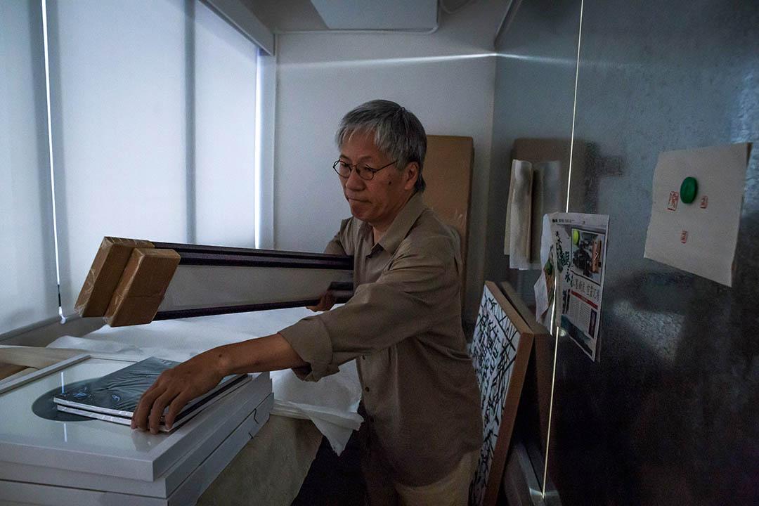 馮永基退休後,以文字記錄下童年生活及建築署的工作經驗,細說香港多項建築項目的前世今生。