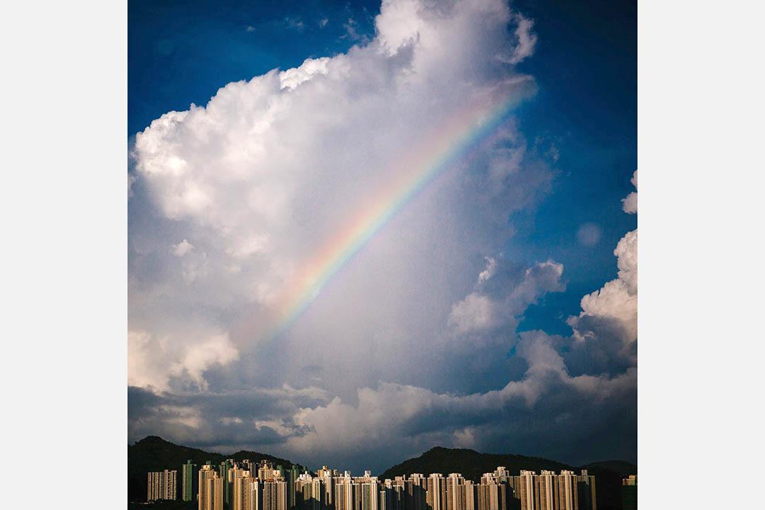 「端」辦公室窗外的彩虹。