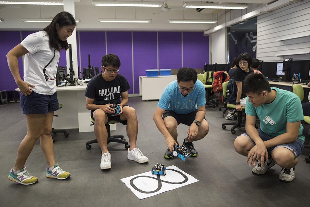 Hour of Code活動透過免費的編程教學讓更多香港市民接觸編程。