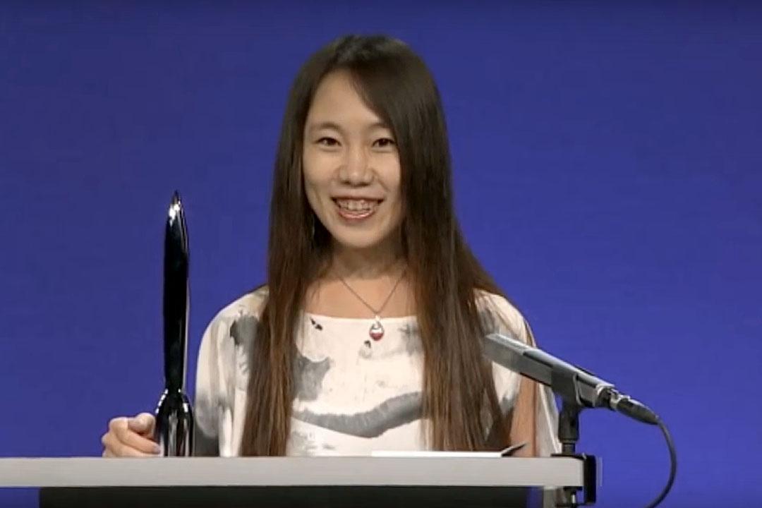 郝景芳憑作品《北京折疊》獲得雨果獎。