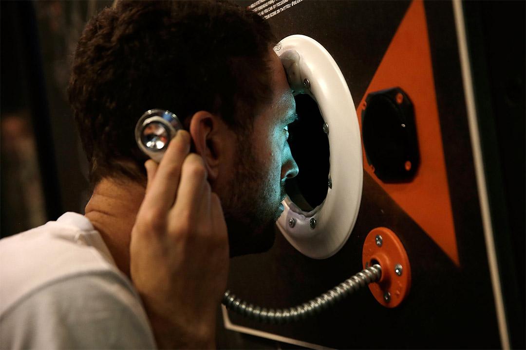 2014年7月2日,英國倫敦一個科技展覽上,參觀者嘗試一個用眼睛和腦控制的遊戲。