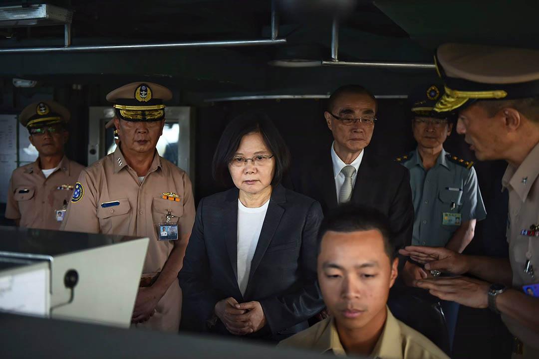 台灣總統蔡英文登上海軍康定級迪化艦。