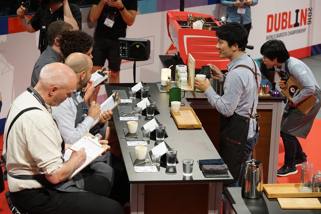 2016世界咖啡大師賽現場,第一回合解說時間。