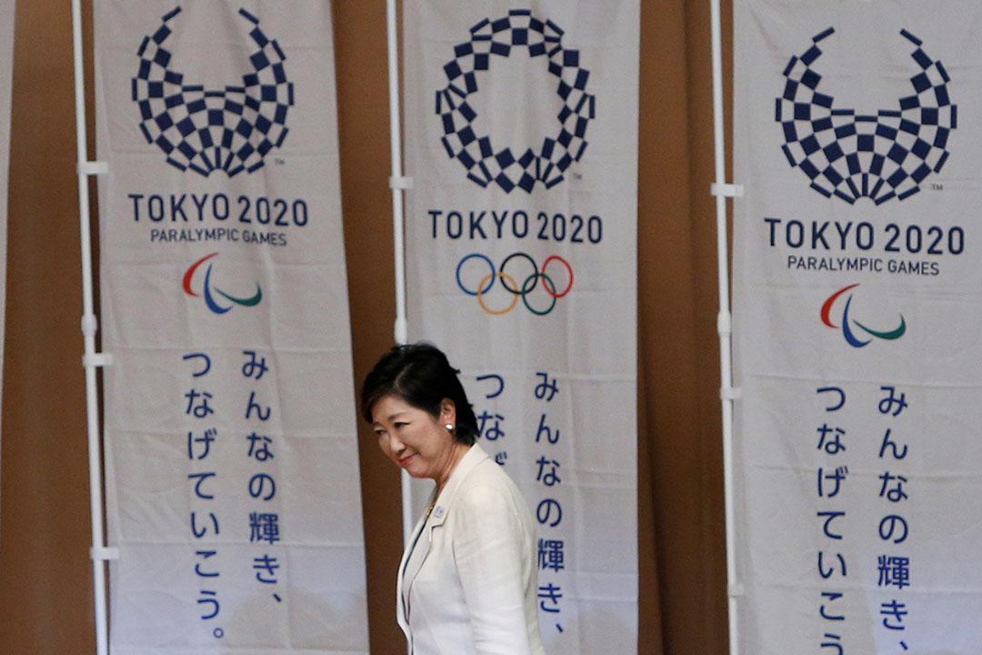 小池百合子在「無所屬」(獨立參選)的狀況下,成為東京都史上第一位女知事。