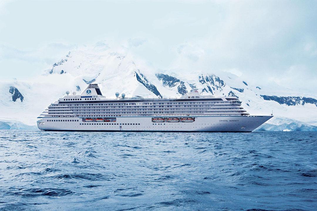 水晶郵輪 Crystal Cruises 旗下排水量68,860噸,可搭載約1000名旅客的水晶尚寧號 Crystal Serenity。