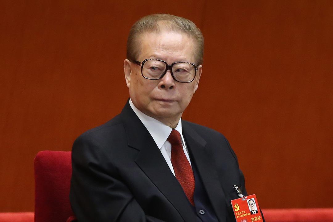 江澤民出席第十八次全國代表大會。