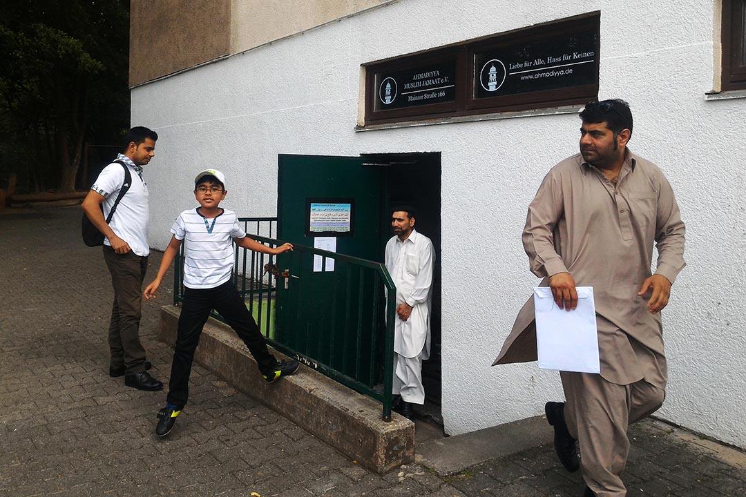 穆斯林離開威士巴登市阿哈默底亞派的一個祈禱室。