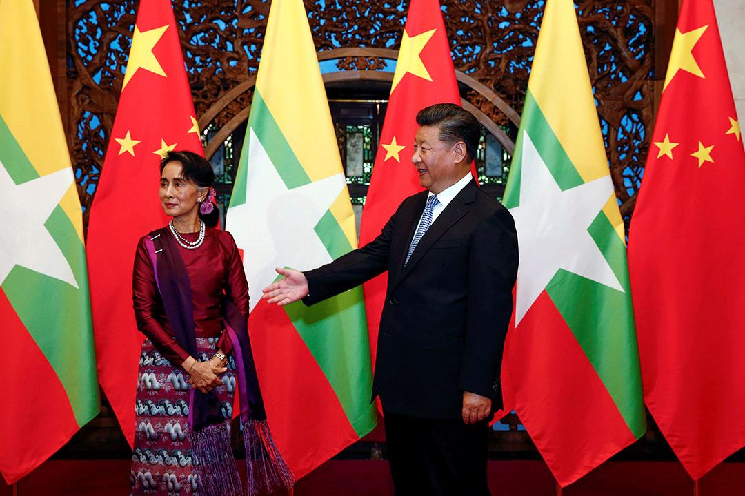 2016年8月19日,國家主席習近平在釣魚台國賓館接見以緬甸國務資政身分來訪的昂山素姬。