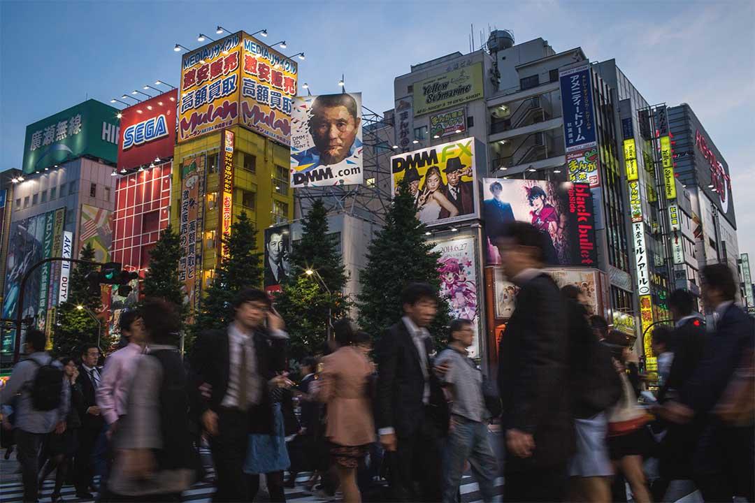 日本今天將公佈28萬億日元刺激計劃細節。圖為日本東京秋葉原街頭。